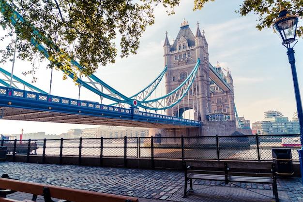 Tower bridge w londynie