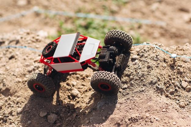 Toy crawler na rajdzie drogowym