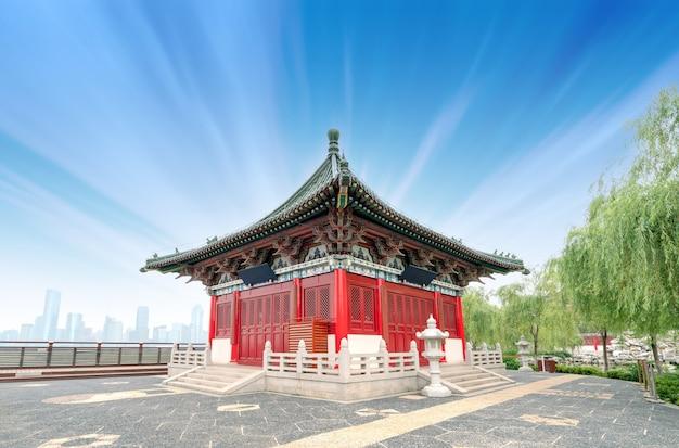 Tradycyjna architektura klasyczna nad rzeką, nanchang, chiny.