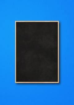 Tradycyjna czarna deska na białym tle