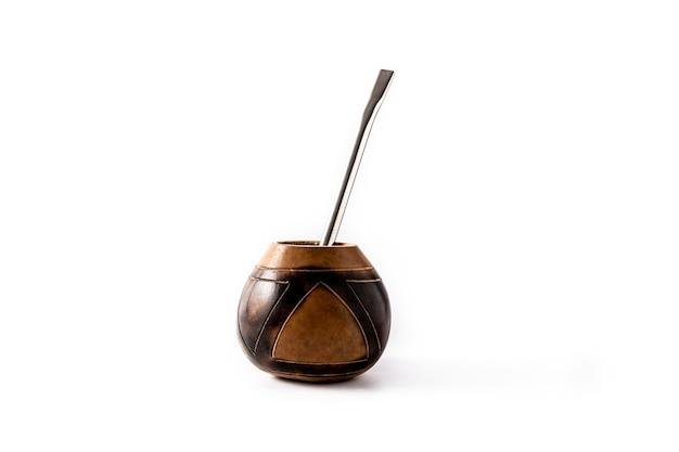 Tradycyjna herbata yerba mate na białym tle