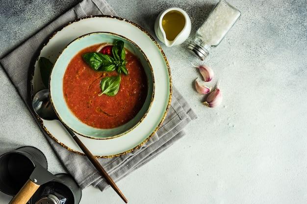 Tradycyjna hiszpańska gazpacho zupa