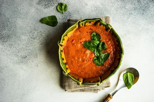 Tradycyjna hiszpańska zupa pomidorowa gazpacho