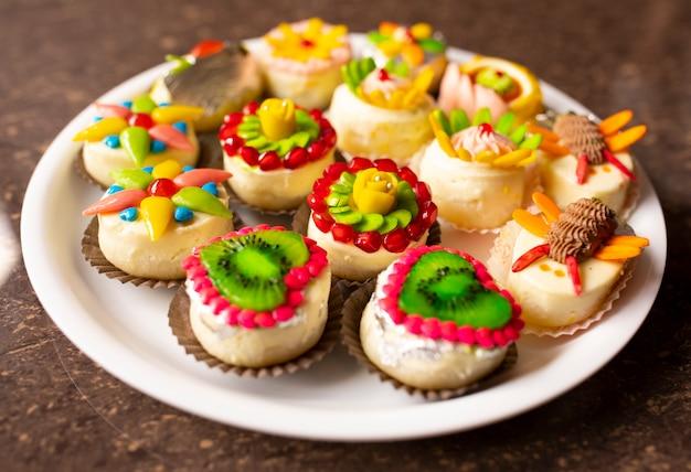 Tradycyjna indyjska mieszanka słodkich potraw bengalskich