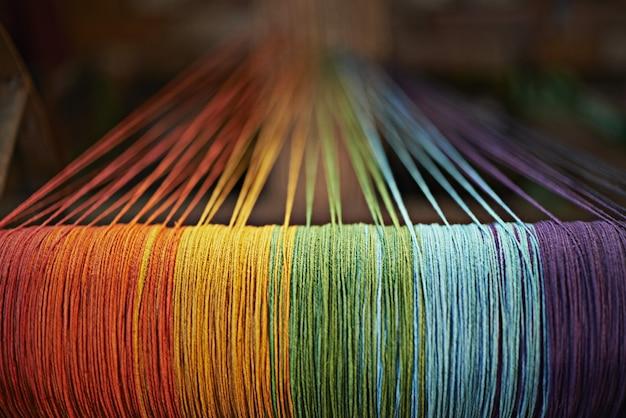 Tradycyjna kultura nepalu w kolorze tęczy