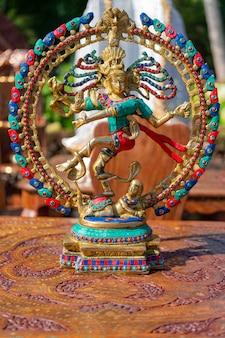 Tradycyjną pamiątką z indii jest postać bogini shivy.