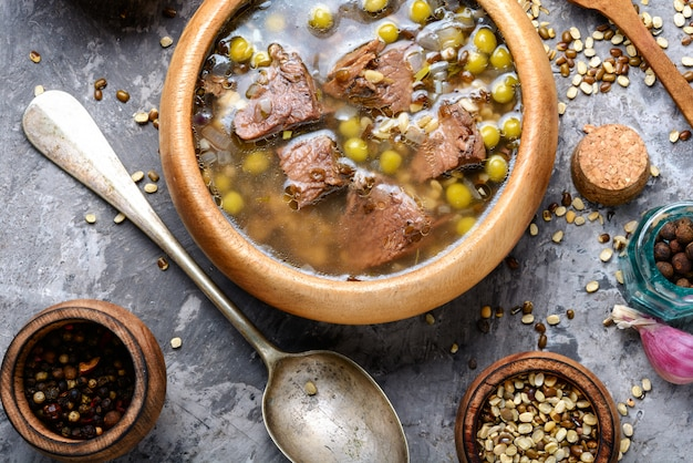 Tradycyjna peruwiańska zupa z kurczaka