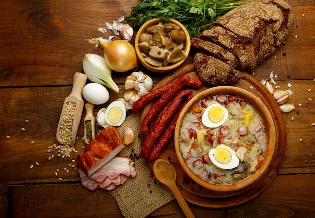 Tradycyjna polska zupa wielkanocna żurek