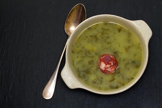 Tradycyjna portugalska zupa caldo verde