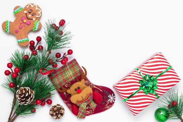 Tradycyjna prawosławna kartka bożonarodzeniowa z pończochą ozdobioną mikołajem wykonaną z filcu.