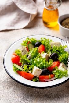 Tradycyjna sałatka grecka z fetą