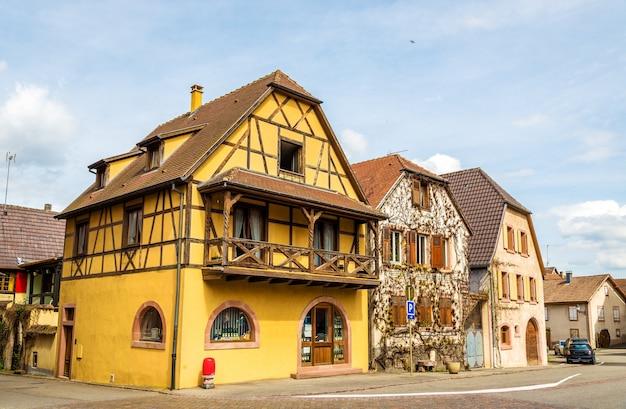 Tradycyjne alzackie domy w bergheim we francji