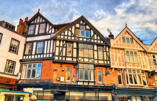 Tradycyjne angielskie domy w canterbury kent, wielka brytania