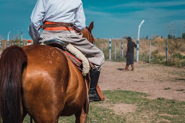 Tradycyjne argentyńskie buty gaucho w patagonii.