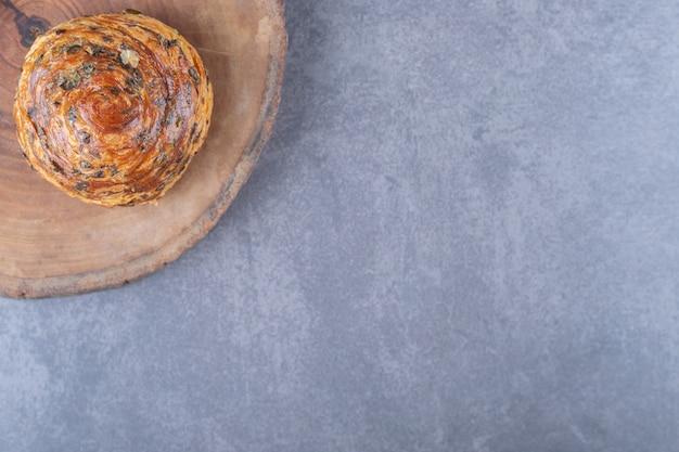 Tradycyjne azerbejdżańskie ciasteczka słodkie gogale na desce