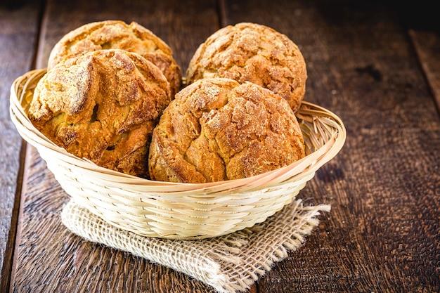"""Tradycyjne brazylijskie herbatniki zwane """"chlebem kukurydzianym"""""""