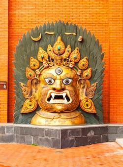 Tradycyjne buddyjskie maski w buddyjskiej świątyni w chinach.