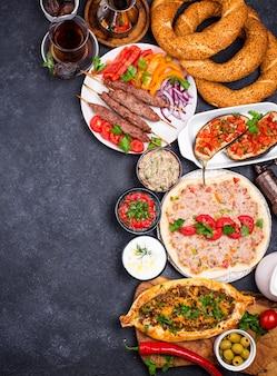 Tradycyjne dania kuchni tureckiej lub bliskowschodniej