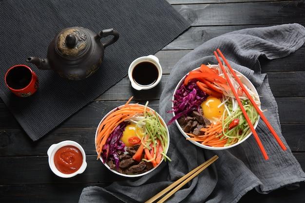 Tradycyjne danie koreańskie - bibimbap