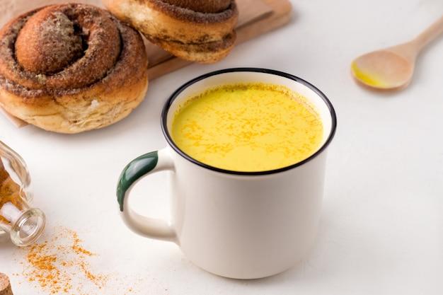 Tradycyjne indyjskie złote mleko