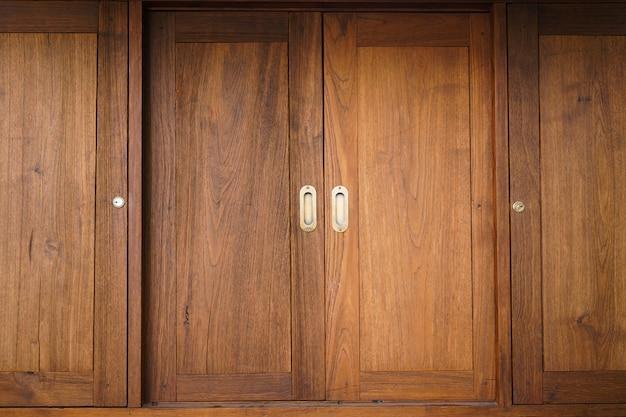 Tradycyjne japońskie przesuwne drewniane drzwi, zamknij przesuwane drewniane drzwi