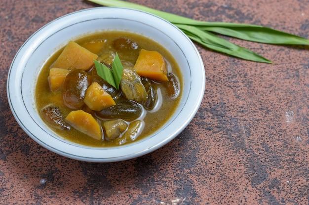 Tradycyjne jedzenie kolakindonezyjskie bardzo popularne w miesiącu ramadan
