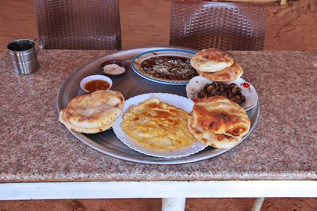 Tradycyjne jedzenie na saharze w sudanie