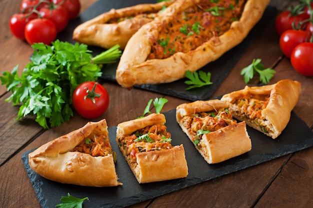 Tradycyjne jedzenie tureckie z wołowiną i warzywami