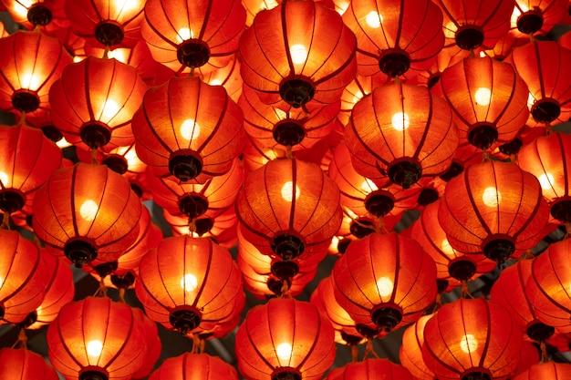 Tradycyjne lampiony w hoi an; światowego dziedzictwa unesco; wietnam. służy do dekorowania dużo podczas chińskiego nowego roku.