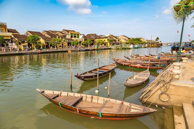 Tradycyjne łodzie w hoi an