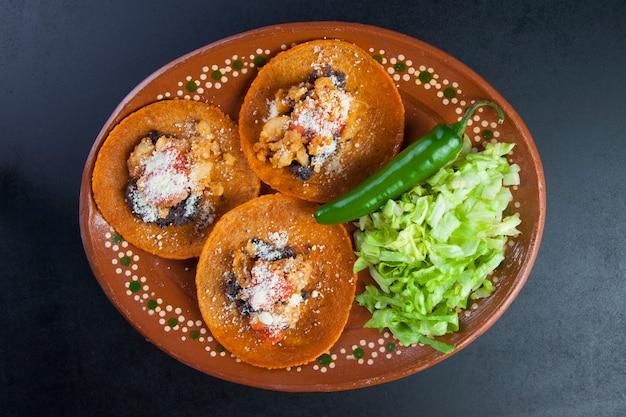 Tradycyjne meksykańskie jedzenie. rioverdense enchiladas z rioverde, san luis potosi