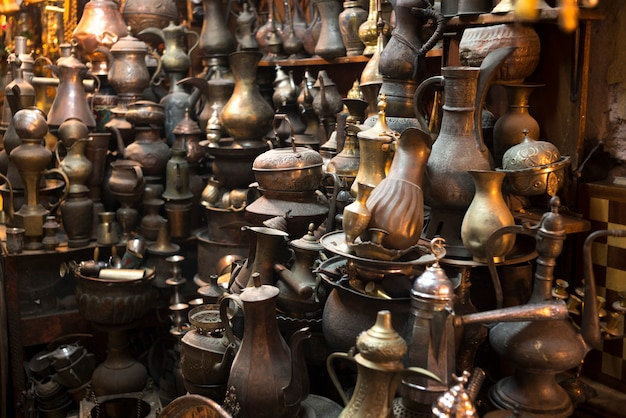 Tradycyjne pamiątki na sprzedaż na rynku, stare miasto, jerozolima, izrael