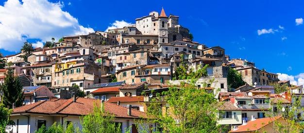Tradycyjne piękne wioski włoch