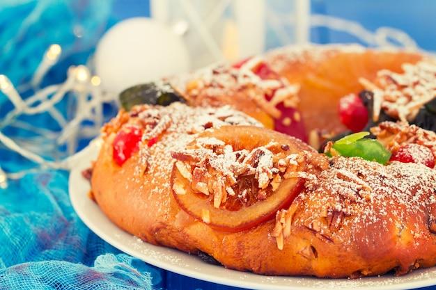 Tradycyjne portugalskie ciasto chrismas bolo rei