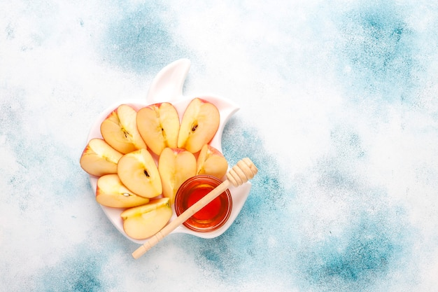 Tradycyjne potrawy żydowskiego nowego roku - rosz ha-szana.