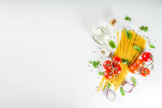 Tradycyjne składniki makaronu spaghetti