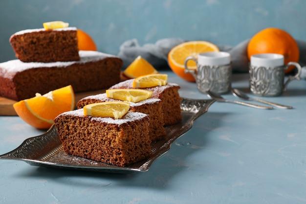 Tradycyjne słodkie ciasto miodowe na żydowskie święto nowego roku rosz ha-szana