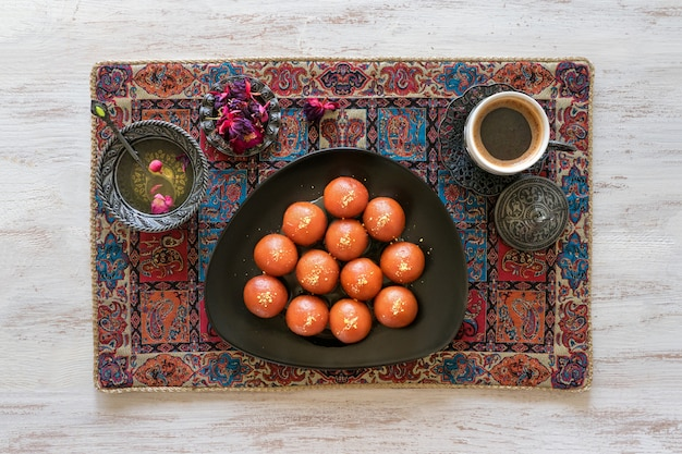 Tradycyjne słodkie gulab jamun, indyjskie słodycze