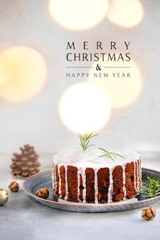 Tradycyjne świąteczne ciasto z owocami i orzechami