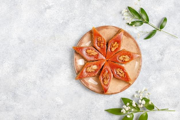 Tradycyjne święto azerbejdżanu novruz słodycze pakhlavas.