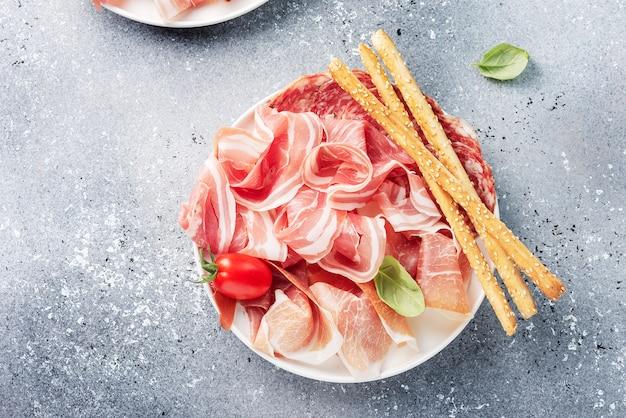 Tradycyjne włoskie antipasto