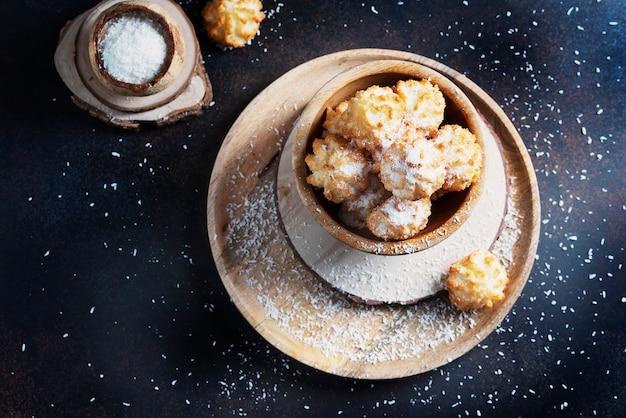 Tradycyjne włoskie ciasteczka z kokosem