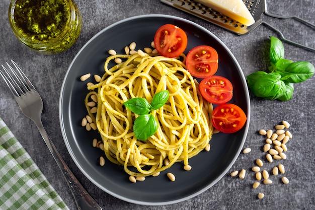 Tradycyjne włoskie pesto z makaronu