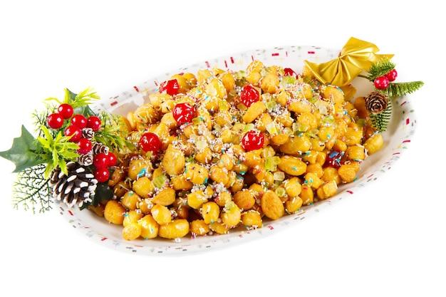 Tradycyjne włoskie świąteczne kulki miodowe z nadzieniem stuff
