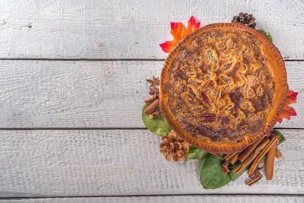 Tradycyjne wypieki jesienne. amerykańskie i europejskie tradycyjne ciasta jesienno-zimowe - z dynią, orzechami pekan i jabłkiem