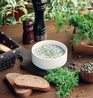 Tradycyjny azerbejdżański dogramac na stole