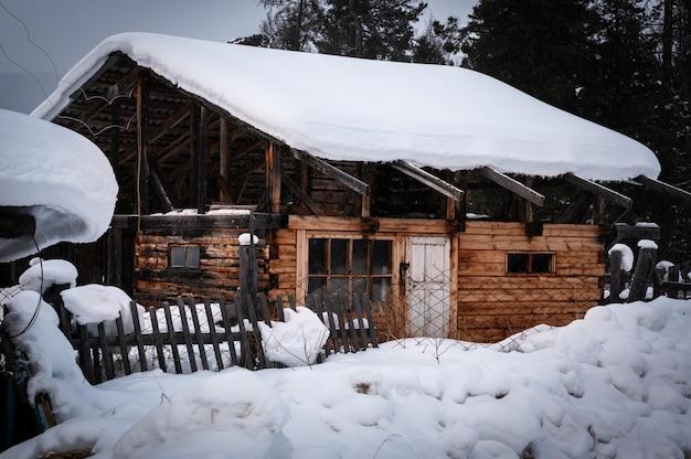 Tradycyjny dom syberyjski w rezerwacie davsha