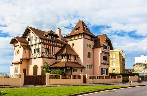 Tradycyjny dom w biarritz, francja, akwitania
