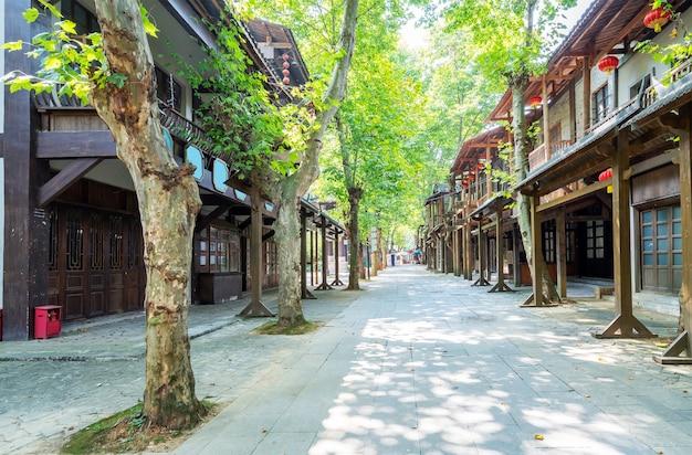 Tradycyjny drewniany budynek w stylu chińskim