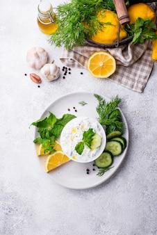 Tradycyjny grecki sos lub przystawka tzatziki